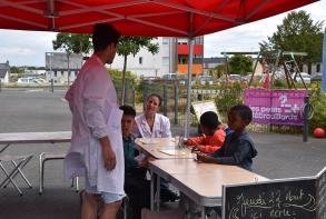 Ateliers scientifiques avec Les Petits Débrouillards, place d'Iroise
