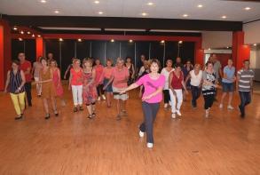 Du 15 au 19 juillet : les amateurs se sont initiés aux danses en ligne avec Fasiladanse (photo: A. Voirin)