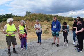 20 juillet : première visite de l'aérodrome des Plaines Villes avec le Plouf de Fracan (phot A. Voirin)