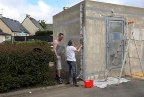 Mise en peinture du transformateur, rue des Peupliers